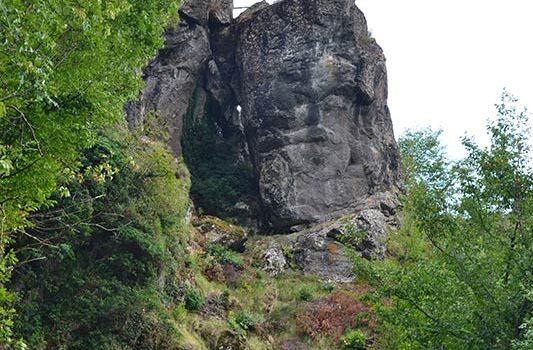 Il volto megalitico
